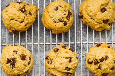 Maple Sweetened Peanut Butter Chocolate Chip Cookies